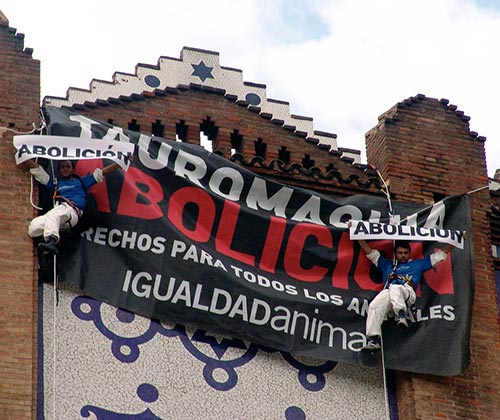 timeline_500x420_bullfighting_banner_barcelona_2008_spain