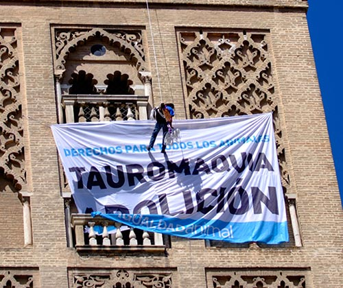timeline_500x420_giralda_bullfighting_banner_2009_spain